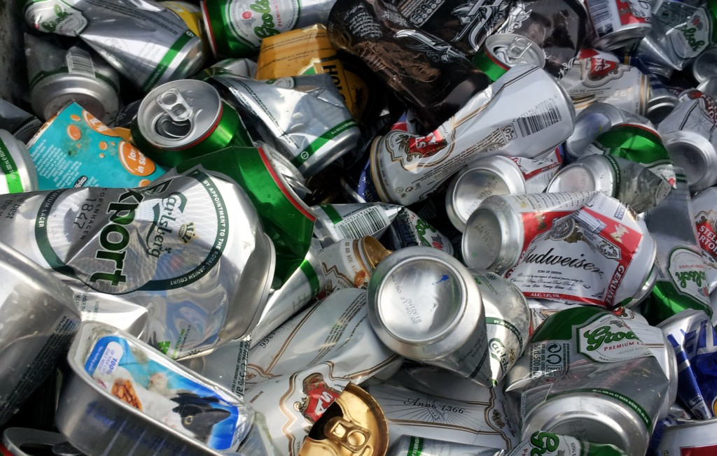 Food_and_drink_cans_in_recycling_bin-cropped - Copy